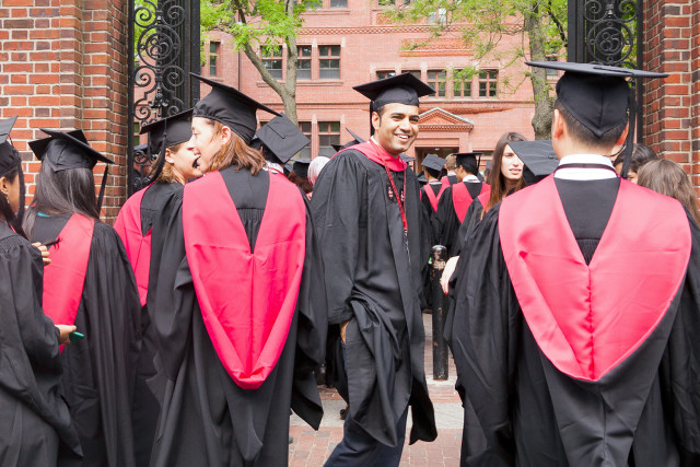 Harvard_Class_of_2015_graduates_in_Harvard_Yard